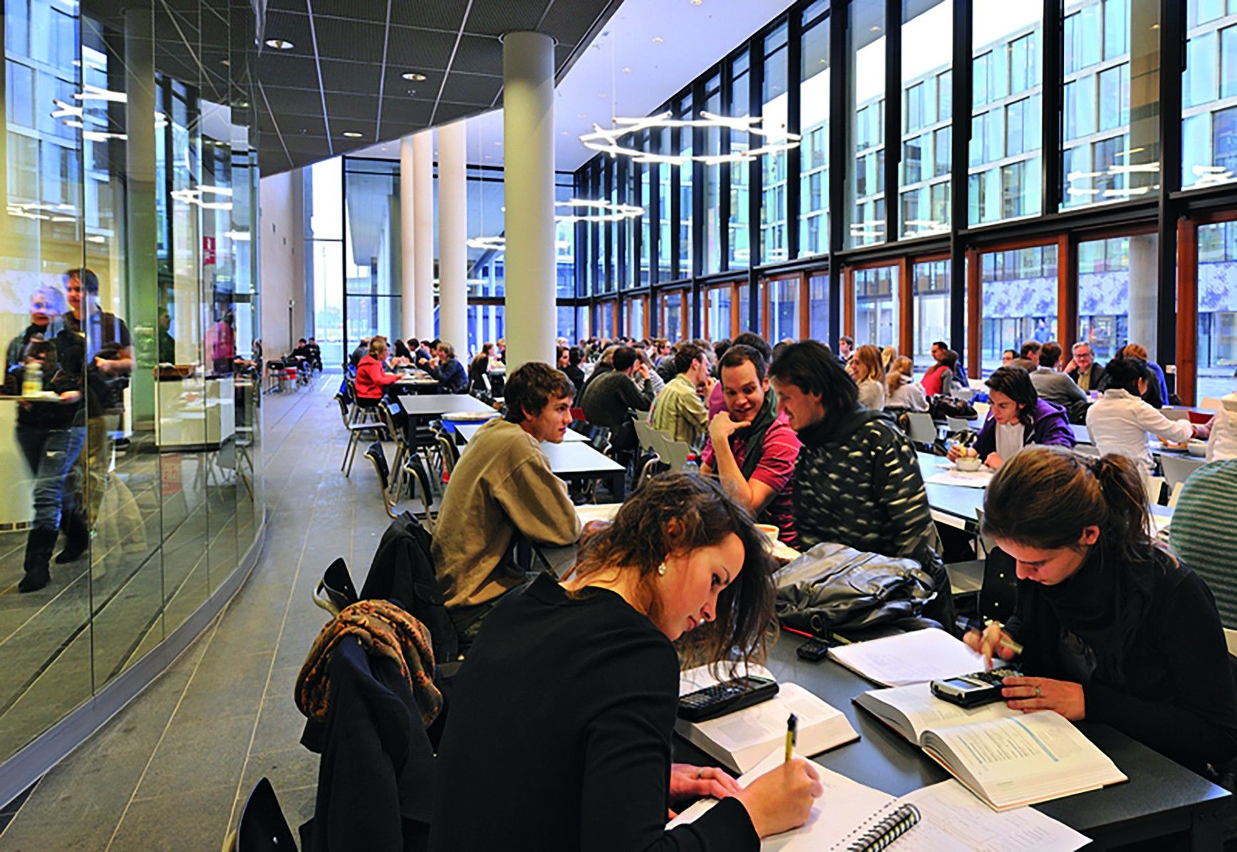 6000-motivated-and-talented-students-at-amsterdam-science-park